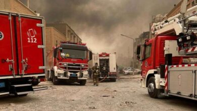 صورة فرق إطفاء سيطرت على حريق بـ 4 منازل عربية في جليب الشيوخ