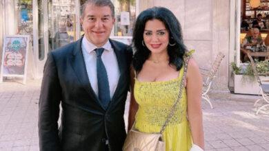 صورة رانيا يوسف ترد على انتقادات صورها مع رئيس نادي برشلونة