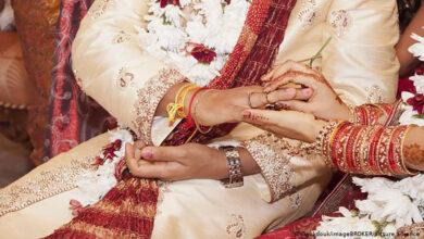 """صورة """"ماركسية"""" و""""شيوعية"""" و""""لينينية"""" يحضرون حفل زفاف عمهم """"اشتراكية"""" في الهند"""
