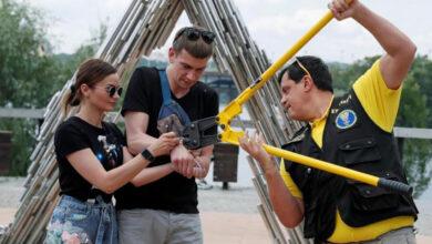 صورة انفصال ثنائي أوكراني بعد تقييد أيديهما معاً لـ123 يوماً