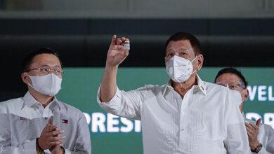 صورة الرئيس دوتيرتي للفلبينيين: اللقاح أو السجن