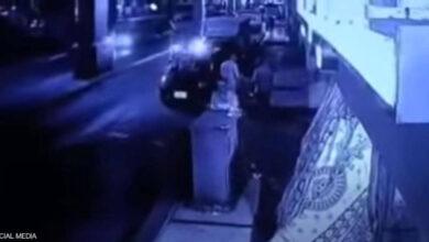 صورة سقوط سيارة على المارة من أعلى كوبري