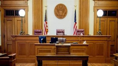 صورة قاضٍ رحيم يعفو عن تاجر مخدرات.. ويُعيَّنه محامياً بعد 16 سنة