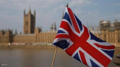 صورة بريطانيا تضيف 7 دول منها مصر إلى قائمة السفر الحمراءو الكويت خارجها