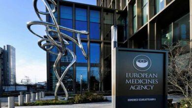 صورة وكالة الأدوية الأوروبية تنصح بعدم إعطاء لقاح «أسترازينيكا» لمن يعانون من نزيف دموي نادر