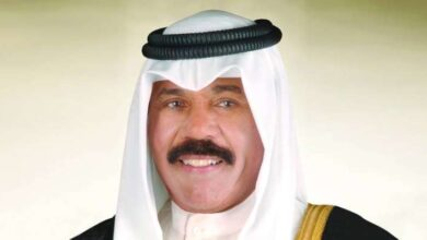 صورة سمو الأمير يتلقى اتصالا من أمير قطر للتعزية بوفاة الشيخ منصور الأحمد