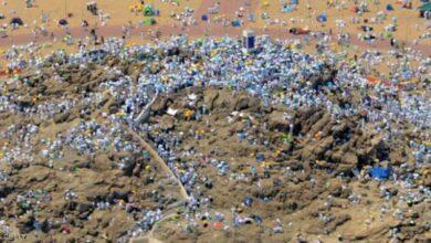 صورة حجاج بيت الله الحرام ينفرون إلى مزدلفة بعد تأدية ركن الحج الأعظم