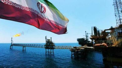 صورة روحاني يُعلن بدء إيران تشغيل خط تصدير النفط من ميناء جاسك المطل على بحر عمان