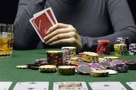 صورة توقيف لاعب بوكر  في إسبانيا بتهمة حيازة وتهريب مخدرات وعملات