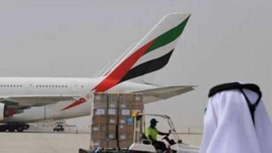 صورة تصادم طائرتي ركاب بشكل طفيف على مدرج مطار دبي الدولي دون وقوع إصابات