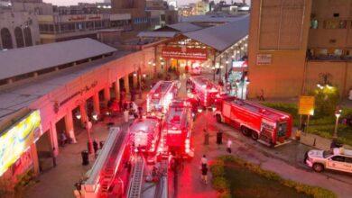 صورة «الإطفاء» تسيطر على حريق 6 محلات في سوق المباركية
