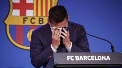صورة ميسي باكيا: لم أتخيل مطلقا الرحيل عن برشلونة.. و«سان جرمان» احتمال