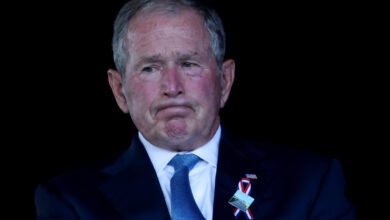 صورة جورج بوش: قلِق على مستقبل أمريكا