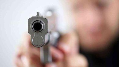 صورة يقتل شقيقه رمياً بالرصاص