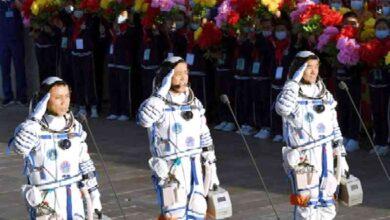 صورة عودة 3 رواد بعد أطول رحلة في الفضاء